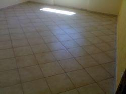 Piastrelle posa diagonale fugata confortevole soggiorno - Posa piastrelle in diagonale ...