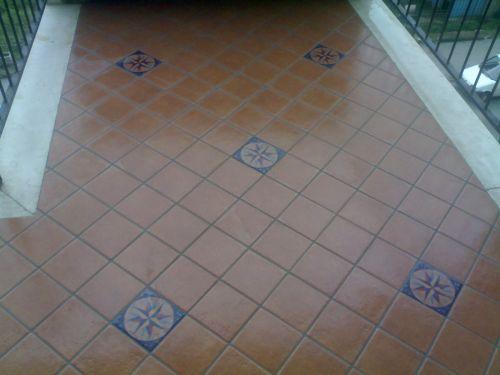 Piastrellista posatore in opera pavimenti edilizia servizi - Posa piastrelle diagonale ...