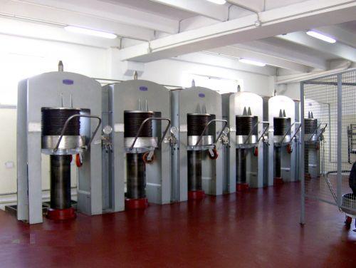 Macchine olearie nuove usate costruzione riparazione for Vendita presse usate